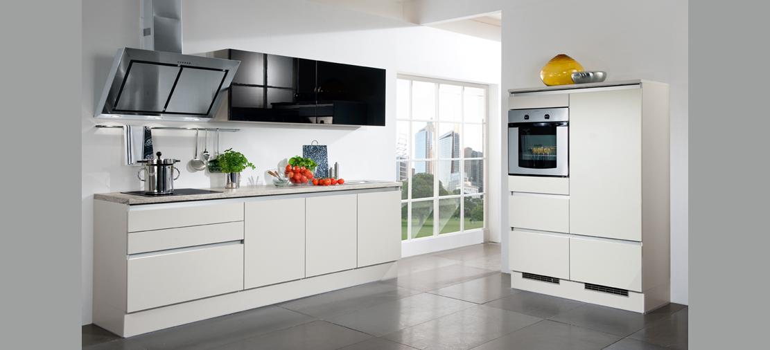Aluminio y acero en las cocinas estudio de cocinas eurococina - Cocina sin tiradores ...